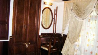 2 Bedroom Houseboat with Upperdeck