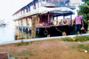 7 Bedroom Deluxe Houseboat