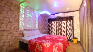 bedroom 7 bed houseboat