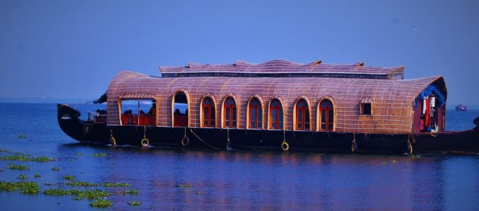 how to reach alleppey backwaters