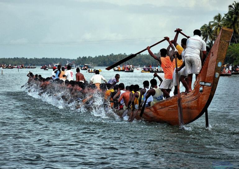 Sree narayana jayanthi boat race in kerala