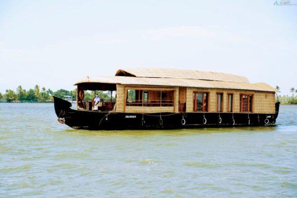 2 Bedroom deluxe Houseboat