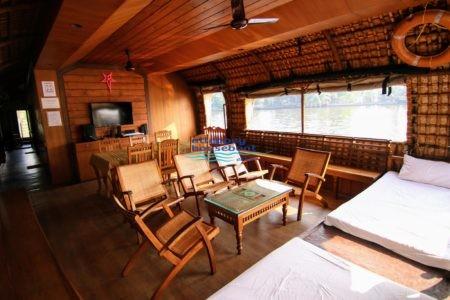 premium kerala houseboat