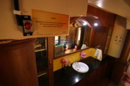 premium 2 bedroom houseboat