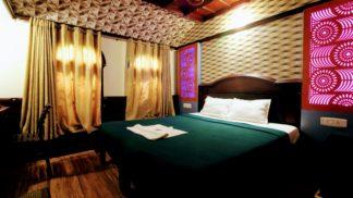 3 Bedroom Premium Houseboat with Upperdeck