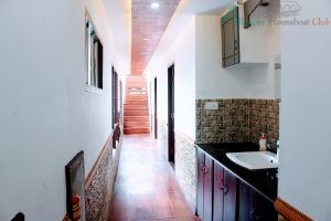 4 bedroom deluxe houseboat