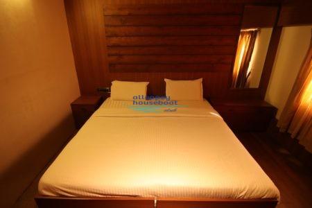 2 bedroom premium houseboat