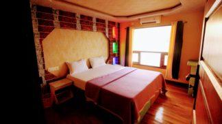 8 Bedroom Luxury Houseboat with Upperdeck