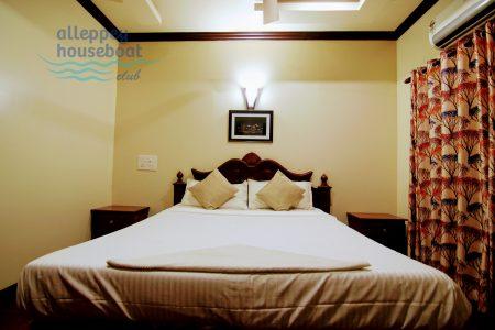 One Bedroom Premium Houseboat