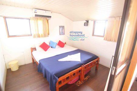 3 Bedroom Deluxe Houseboat with upperdeck