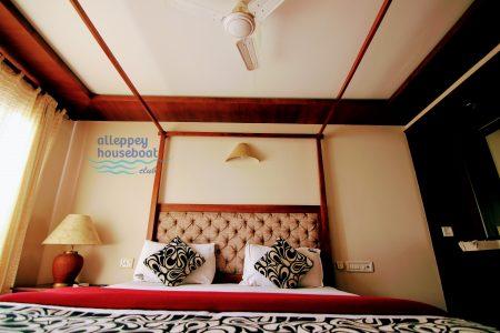 4 bedroom premium House boat