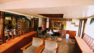houseboat dining area