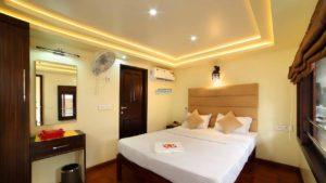 5 Bedroom Premium Houseboat with Upperdeck