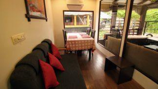 1 Bedroom Luxury Houseboat