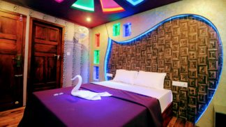 10 Bedroom Houseboat with Upperdeck