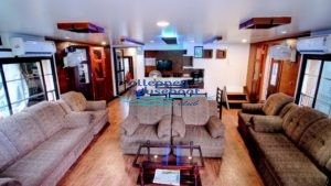 4 Bedroom deluxe houseboat with upperdeck