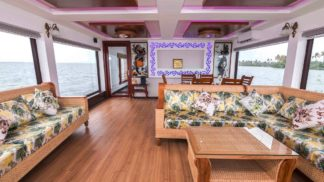 3 bedroom super luxuy houseboat Kumarakom