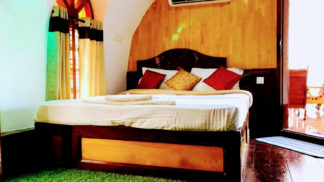 Traditional Houseboat with Upperdeck in Alleppey